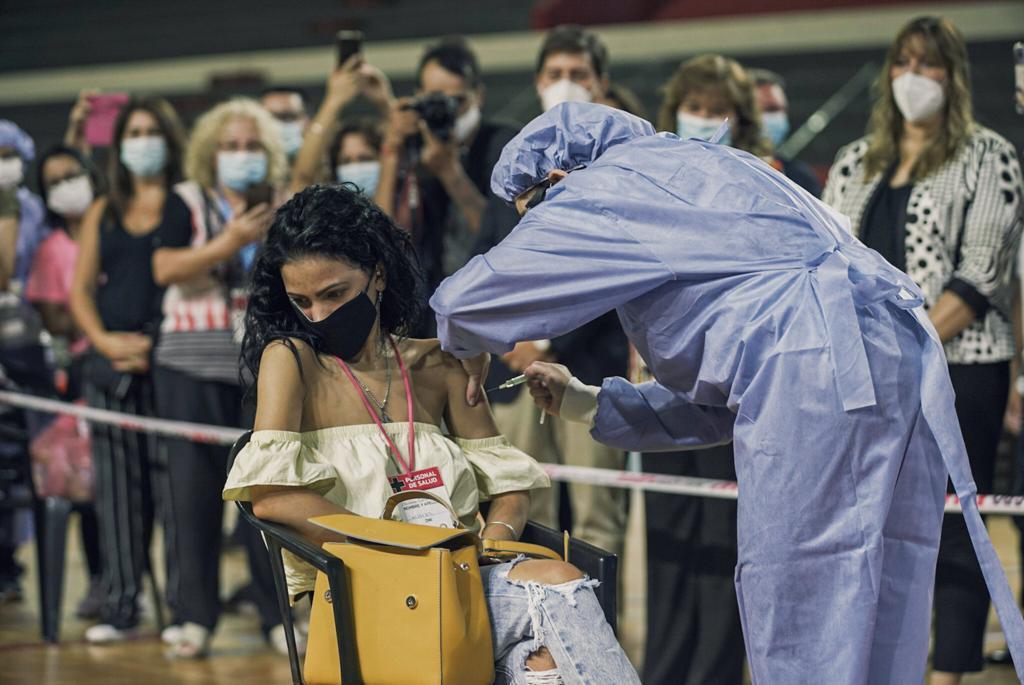 enfermera vacuna 1